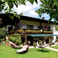 Spacious apartment in Drachselsried with a balcony, hotel in Drachselsried