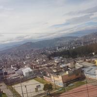 Habitacion cómoda economica, hotel em Quito