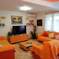 Orange Guest House, hotel em Skopje