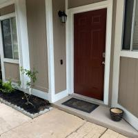 Spacious Home, Close to Attractions, Sleeps 4, hotel in Orlando