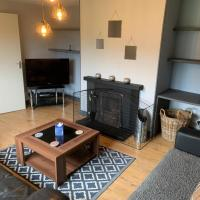 Charming 3 Bed House in Kinlochberive, hotel in Oldshoremore