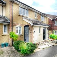 Knaphill - 2 Bed House - Private Garden & Parking