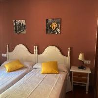 Albergue Buen Camino, hotel in Navarrete
