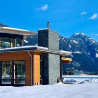 Luxury Retreat in Pemberton Valley, hotel in Pemberton Meadows