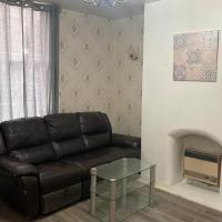 Cheerful 2 bedroom house with free parking