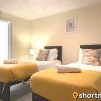 SHORTMOVE - Large House, Sleeps 13, Parking for 4