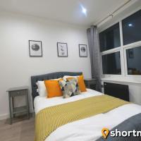SHORTMOVE - One Bed, Sleeps 4, Parking, Kitchen, Wifi