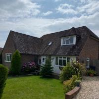 Entire home to rent - Beautifully presented detached chalet bungalow in Midhurst, West Sussex