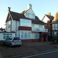Leylands - Perfect location near town and beach