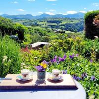 Tŷ Farm Retreat - The Cottage Wing - Mountain View