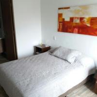 Habitacion con baño y balcón la ceja antioquia, hotel in La Ceja
