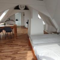 Charming attic apartment for 2, hotel in Oberschleißheim