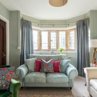 Plum Guide - The Manor Lodge