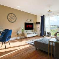 Luxury Apartment with Balcony, Free Parking & Smart TV with Netflix by Yoko Property