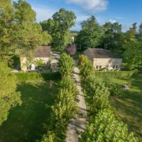 Double cottages dans parc château - piscine privée - 14 pers, hotel in Larroque-sur-l'Osse