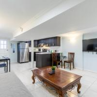 Newly Renovated - Spacious 2BR Apartment - Trinity Bellwoods!