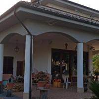Confortevole stanza immersa nel verde, hotell i Ascoli Piceno