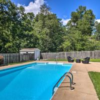 North Augusta Home with Pool Less Than 6 Mi to Downtown, hotel in North Augusta
