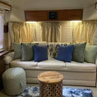 Beautiful Airstream, Beaufort SC-Enjoy the Journey, hotel in Beaufort
