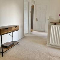 Stratford upon Avon: 2 bed town centre apartment, parking for one car