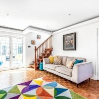Luxurious 4 bed house with fireplace, garden & gym
