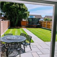 Lovely 3-Bed House in Lytham Saint Annes, hotel near Blackpool International Airport - BLK, Saint Annes on the Sea