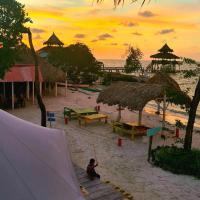 Tintipan Ashram Hostel & Glamping, hotel in Tintipan Island