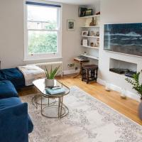 Pass the Keys Immaculate flat with roof terrace in North London