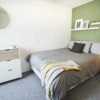 Contemporary Room Perfect for Long Term Stays
