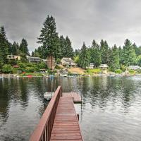 The Peacock House - Waterfront Home with Dock, hotel in Olympia
