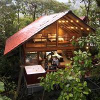Luxury cabin surrounded by nature, hotel em Baeza