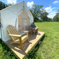 Tentrr State Park Site - NY Canals - Yankee Hill Getaway Site C - Single Camp, hotel in Amsterdam