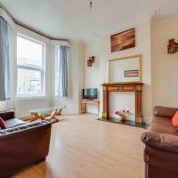 Pass the Keys Large Central Property Ideal for up to 6 people