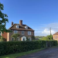 Little Park Farm B&B – Queen Anne Farmhouse, hotel in Stratfield Mortimer