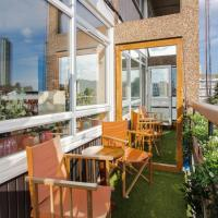 Bright 2 Bedroom Flat In Elephant and Castle With Balcony