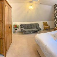 Springfields - Annex with two double bedrooms in a rural British village, hotel in Canterbury