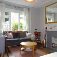 Serviced designer flat near trendy Deptford and Canary Wharf