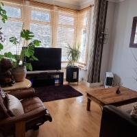 1 bed fully serviced apartment few minutes walk to the main attractions of the beach and town with private parking and WiFi
