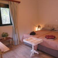 NATURE LODGE, Lily Rose Cottage - close to airport and seaside resort, hotel near Elefthérios Venizélos Airport - ATH, Markopoulo