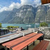 Luxuriöses Galerie-Penthouse direkt am Walensee, hotel in Unterterzen