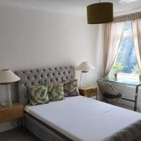 Guildford 4 Double En-Suite Bedroom Detached House