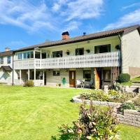 Ferienhaus mit Sauna nah zum Bade- und Angelsee, hotel in Skruv