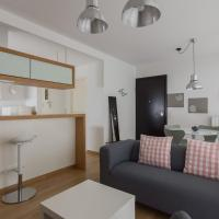 Bright flat for 4 near the Subway