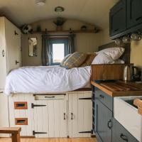 Shepherd hut with hot tub in John O Groats NC500