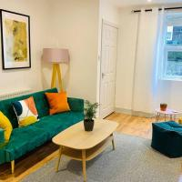 The Nook - A stylish apartment with garden, near the beach