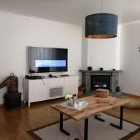 4 комнатная квартира, hotel in Chişinău