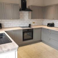 Newly Renovated, 8 Double Beds, Brecon Beacons