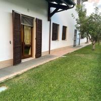 Spaziosa camera tripla con giardino, hotell i Ascoli Piceno