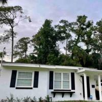 Lakeshore Modern Bungalow- Close to Everything!, hotel in Jacksonville