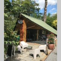 The Shed . A cosy, peaceful, 96% recycled, chalet.